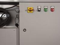 Schaltkasten: Ein/Aus, Betriebs- und Fehlermeldung. Ebenfalls sichtbar: Anschlussmöglichkeit für extern Start/Stop und Fehlerausgang.