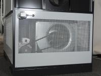 Kaltluftventilator hinter Schutzgitter für ungehinderten Wärmetransport