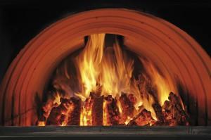 große Brennkammer für lang anhaltende Wärmeleistung.